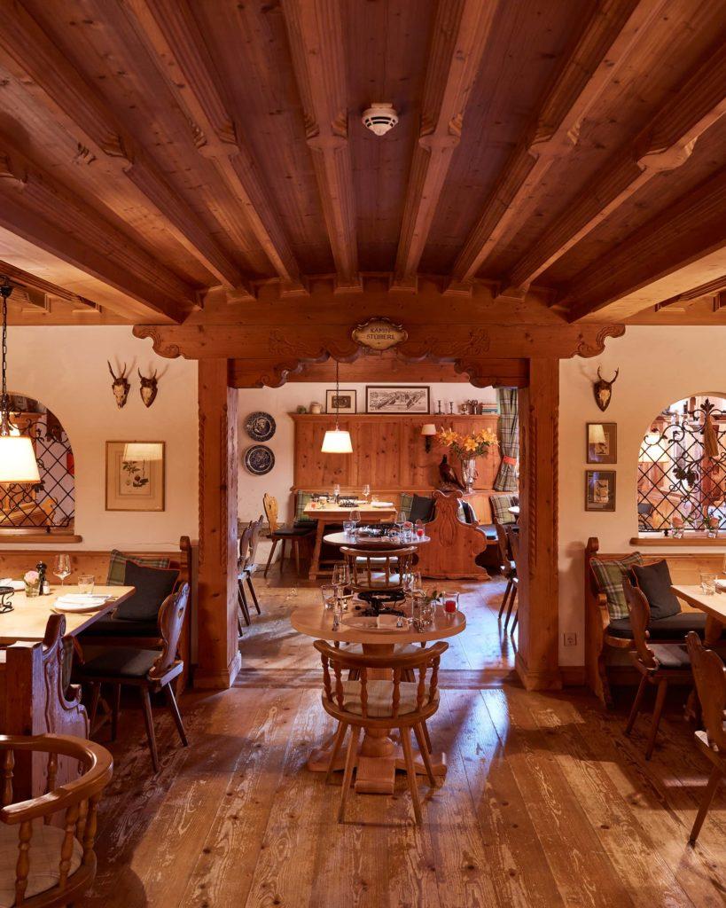 Entspannung im Hotel Bachmair Weißach am Tegernsee, Abendessen in gemütlicher Stube